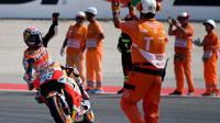 Ekspresi pebalap Repsol Honda, Dani Pedrosa, setelah finis pertama MotoGP San Marino di Sirkuit Misano, Minggu (11/9/2016). (AFP/Gabriel Bouys)