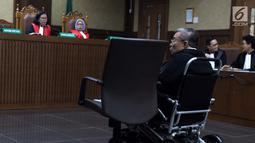 Direktur Utama PT Wijaya Kusuma Emindo (WKE), Budi Suharto saat menjalani sidang perdana di Pengadilan Tipikor, Jakarta, Rabu (20/1). Agenda sidang mendengarkan pembacaan dakwaan dari JPU KPK. (Liputan6.com/Helmi Fithriansyah)
