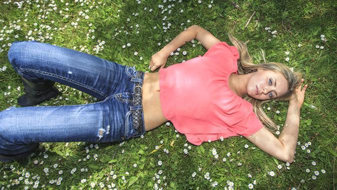 Tips Memancarkan Aura Lewat Warna Jeans Beauty Fimela Com