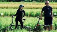 Wisata Sepeda Gisella Anastasia dan Wijin di Yogyakarta. (dok.Instagram @jaysforeal/https://www.instagram.com/p/CDbEpMglI_2/Henry)