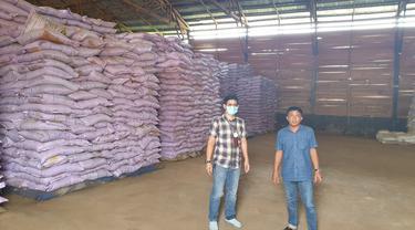 Muhammad Rhopidha Ardiana, PIC BRI wilayah Kantor Cabang Pangkalan Bun, Kalimantan Tengah bersama nasabah. Istimewa