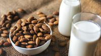 Ilustrasi susu almond (dok. Pixabay.com/rawpixel/Putu Elmira)