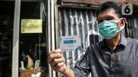 Warga menunjukkan sertifikat vaksin Covid-19 untuk menerima kopi gratis di gratis di Filosofi Kopi Melawai, Jakarta, Rabu (30/6/2021). Filosofi Kopi memberikan kopi gratis bagi warga yang telah melakukan vaksinasi COVID-19. (Liputan6.com/Faizal Fanani)