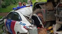 Mobil patroli Korlantas Polri terlibat tabrakan beruntun di Tol Tangerang-Merak. ©2020 Merdeka.com/Dwi Prasetya