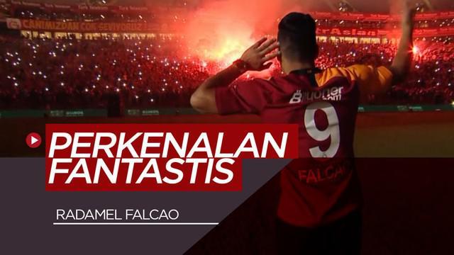Berita video Radamel Falcao diperkenalkan Galatasaray kepada suporternya dengan acara yang begitu fantastis.