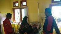 Survivor menjalani pemeriksaan kesehatan di puskesmas usai tersesat di Gunung Panderman, Kota Batu, Jawa Timur (Foto/BPBD Kota Batu)