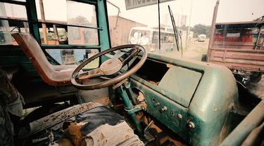 Bus metromini akan hilang dari jalanan Jakarta, izin trayeknya tidak bisa diperpanjang dan berhenti beroperasi di tahun 2018.