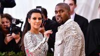 Bokong Kim Kardashian membuat namanya dikenal oleh masyarakat dunia. Namun, semakin dirinya olahraga, tubuh Kim Kardashian pun semakin mengecil dan tak proporsional. (Heat World)