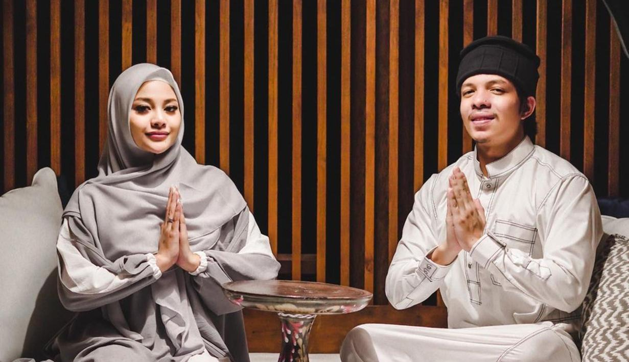 Pasangan yang baru menikah yakni Aurel Hermansyah dan Atta Halilintar kini kehidupan rumah tangganya sangat menarik untuk diikuti. Atta dan Aurel baru saja bulan madu di Bali. Selama di Bali, Atta dan Aurel juga sempat menjalankan puasa bersama di sana.. (Liputan6.com/IG/@attahalilintar)