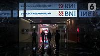 Suasana salah satu kantor cabang digital Bank BNI di Jakarta, Rabu (30/12/2020). Meningkatnya nilai transaksi ekonomi digital Indonesia praktis membuat industri perbankan bersiap diri untuk menggenjot pengembangan sistem digital ke depan. (Liputan6.com/Johan Tallo)