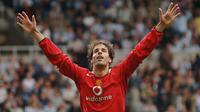 6. Ruud van Nistelrooy (56 gol) - Salah satu legenda Manchester United ini merupakan predator ganas di kotak penalti lawan. Sepanjang kariernya di Liga Champions, Nistelrooy total mengoleksi 56 gol yang dicetaknya saat bersama PSV Eindhoven, Manchester United dan Real Madrid. (AFP/Paul Barker)