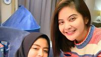 Tiwi eks T2 mendapatkan kejutan ulangtahun dari mantan teman duetnya Tika Ramlan