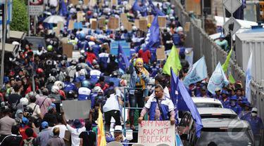 Ribuan Buruh 'Menyemut' di Bundaran HI