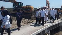 Menteri BUMN Rini Soemarno meninjau proyek reklamasi Pelabuhan Benoa