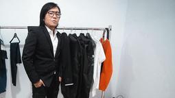 Gaya Ari Lasso dengan setelan jas berwarna hitam ini pun curi perhatian publik. Pasalnya, pria kelahiran Madiun satu ini cukup jarang tampil dengan jas di berbagai kesempatan. (Liputan6.com/IG/@ari_lasso)