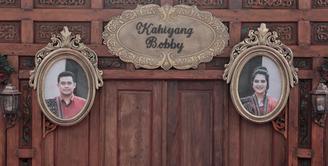 Jelang digunakan sebagai tempat pernikahan akbar, Gedung Graha Saba Buana mulai sibuk dengan berbagai aktifitas. Sehari sebelumnya, gedung itu dipergunakan untuk orang lain. (Adrian Putra/Bintang.com)