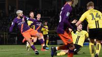 Sergio Aguero mencetak gol tunggal Manchester City ke gawang Burton Albion. (AFP/Paul Ellis)