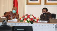 Menteri Koperasi dan UKM Teten Masduki sedang berbincang dengan Kepala PPATK Dian Ediana Rae, Jakarta, 9 Juni 2020 (Dok PPATK)