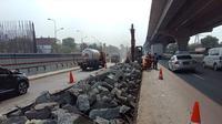 PT Jasa Marga (Persero) Tbk rutin melakukan pemeliharaan jalan dengan metode rekonstruksi rigid setiap pekannya dalam rangka meningkatkan kualitas jalan di Jalan Tol Jakarta-Cikampek (Japek).