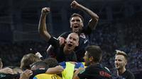 Para pemain Kroasia merayakan kemenangan atas Argentina pada laga grup D Piala Dunia di Stadion Nizhny Novgorod, Nizhny, Kamis (21/3/2018). Kroasia menang 3-0 atas Argentina. (AP/Ricardo Mazalan)