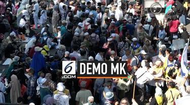 Warga terus berdatangan ke sekitar patung kuda di kawasan Gambir, Jakarta. Mereka mengaku ingin mengawal sidang putusan sengketa Pilpres 2019.