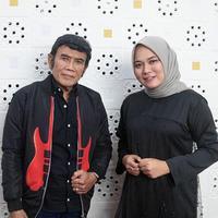 Anisa Rahman bersyukur mendapat kesempatan duet dengan Sang Raja Dangdut, Rhoma Irama.