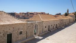 Suasana Kompleks Lazzarettos, sebuah fasilitas karantina abad pertengahan di Dubrovnik, Kroasia, Rabu (15/4/2020). Masa lockdown akibat virus corona COVID-19 di Kroasia yang sedianya berakhir pada 19 April akan diperpanjang. (Xinhua/Pixsell/Grgo Jelavic)
