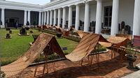 Pembentangan batik sepanjang 74 meter di Museum Nasional Jakarta saat Hari Batik Nusantara (Dok.Yayasan Tjanting Indonesia)