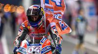 Pebalap LCR Honda, Cal Crutchlow, menyebut Andrea Dovizioso sebagai pebalap favorit peraih gelar MotoGP 2018 setelah tampil apik pada balapan pembuka di Sirkuit Losail, Qatar. (dok. MotoGP)