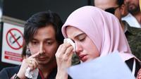 Fairuz A. Rafiq dan Kuasa Hukum Hotman Paris melaporkan mantan suaminya Galih Ginandjar. (Deki Prayoga/Fimela.com)
