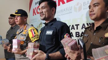 Barang bukti diduga untuk politik uang yang pernah disita Bawaslu di Riau.