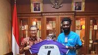 Yanto Basna memenuhi undangan silaturahmi dari KBRI Bangkok atas konsistensinya bermain di Thai League. (dok. Instagram @yanto_basna)