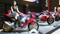 Kehadiran gadis-gadis cantik pendamping produk Honda menjadi suguhan tersendiri. (Septian/Liputan6.com)