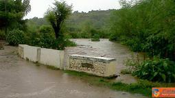 Citizen6, Kilo: Banjir di jalan Kore-Kiwu, Kecamatan Kilo, Kabupaten Dompu, Nusa Tenggara, telah meluap sampai kebadan ruas jalan. (Pengirim: Aji)