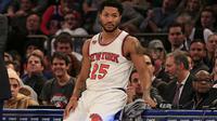 Guard New York Knicks, Derrick Rose, mengalami robek meniskus lutut kiri sehingga akan absen hingga akhir musim reguler NBA 2016/2017. (Bola.com/Twitter/theScore)