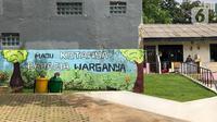 Tempat sampah tersedia di Taman Maju Bersama (TMB) Assakinah, Kebagusan, Jakarta, Kamis (27/2/2020). Gubernur DKI Jakarta Anies Baswedan akan membangun 200 TMB hingga tahun 2022 untuk memenuhi target 30 persen ruang terbuka hijau (RTH) di wilayah Ibu Kota. (Liputan6.com/Immanuel Antonius)