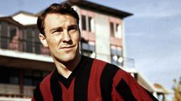 Jimmy Greaves. Penyerang Inggris ini bermain untuk Chelsea selama 4 musim mulai 1957/1958. Ia mencetak 124 gol dalam 157 laga. AC Milan merekrutnya pada musim 1961/1962. Akibat konflik dengan pelatih Nereo Rocco ia hanya tampil dalam 13 laga dengan torehan 9 gol. (Foto: thesefootballtimes.co)