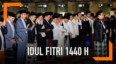 Presiden RI Joko Widodo menunaikan Salat Id di Masjid Istiqlal, Jakarta. Ia ditemani ibu negara Iriana dan anak bungsunya Kaesang Pangarep.
