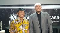 Pelatih Timnas Indonesia U-23, Indra Sjafri, menyempatkan diri untuk mematangkan persiapan pernikahan putranya dengan mendatangi perusahaan catering. (Bola.com/Zulfirdaus Harahap)