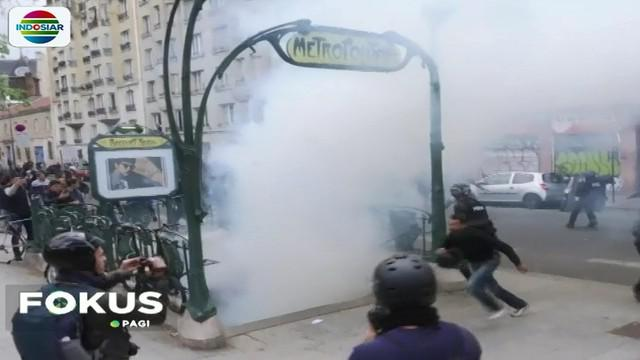 Bentrokan antara buruh dengan polisi ini berlangsung di Place De La Bastile, di Kota Paris, Perancis.