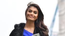 Kontestan Miss World 2019 dari India Suman Ratansingh Rao saat pemotretan untuk festival Miss World ke-69 di London (21/11/2019). 120 perwakilan nasional dari seluruh dunia akan bersaing memperebutkan mahkota Miss World ke-69 di London, dengan final berlangsung 14 Desember. (AFP/Ben Stansall)