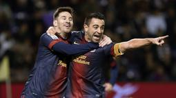 1. Xavi Hernandez - Xavi merupakan salah sosok sentral di Barcelona ketika Messi datang. Mereka meraih berbagai prestasi hebat bersama-sama. Jika Xavi memberikan umpan, Messi dengan mudah menjebol gawang lawan.  Kerja sama di antaranya keduanya sangat simpel, tapi mematikan. (AFP/Cesar Manso)