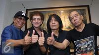 Grup band rock legendaris God Bless berpose usai syukuran pembuatan album ke 7 di kawasan Panglima Polim, Jakarta, Kamis (30/6). (Liputan6.com/Herman Zakharia)