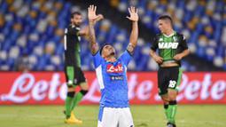 Pemain Napoli, Allan Marques, merayakan gol ke gawang Sassuolo pada laga Serie A di Stadion San Paolo Sabtu (25/7/2020). Napoli menang 2-0 atas Sassuolo. (Cafaro/LaPresse via AP)