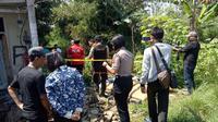 Lokasi temuan sandal bocah yang ditemukan tewas dalam karung (Liputan6.com/Darno)