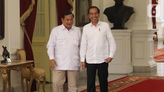 Tawa Jokowi dan Prabowo di Istana Merdeka