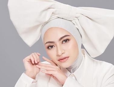 FOTO: Gaya Nathalie Holscher saat Pakai Outfit Putih, Tampil Menawan