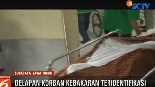 Polda Jawa Timur mengidentifikasi delapan korban kebakaran di rumah kos di Jalan Kebalen Kulon, Surabaya, Jawa Timur, yang berasal dari tiga keluarga. Namun, penyebab kebakaran tersebut masih dalam penyelidikan.