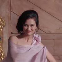 Atiqah Hasiholan berperan sebagai Fira Basuki di film 'Cinta Selamanya'. Foto: Youtube
