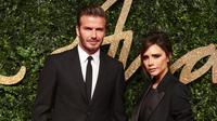 David dan Victoria Beckham biasanya tampil dengan empat orang anaknya yang selalu menjadi incaran kamera paparazi. Namun, kedua pasangan selebriti ini terlihat berdua tanpa kehadiran anak-anak nya. (AFP/JACK TAYLOR)
